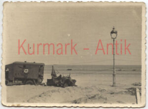 S619-Foto-Wehrmacht-Frankreich-Front-Duenkirchen-Beute-Panzer-LKW-England-TOP