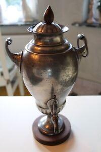 Droeppelminna-Samovar-Biedermeier-Artl-gross-runde-Holzsockelplatte