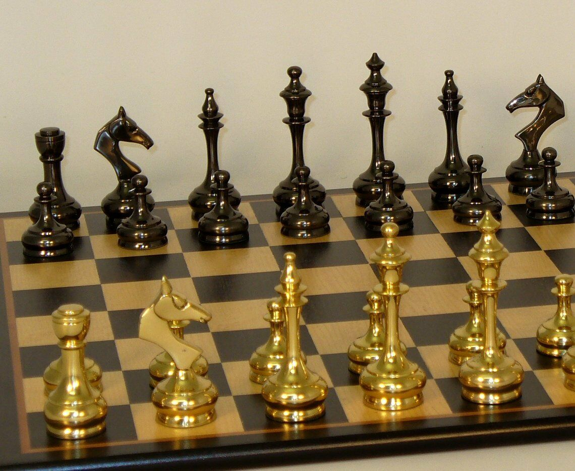 SLIM SOLID BRASS CHESS SET - BIRDSEYE MAPLE BOARD 17¼  - K=3¼  (ww 37bss-bbm)