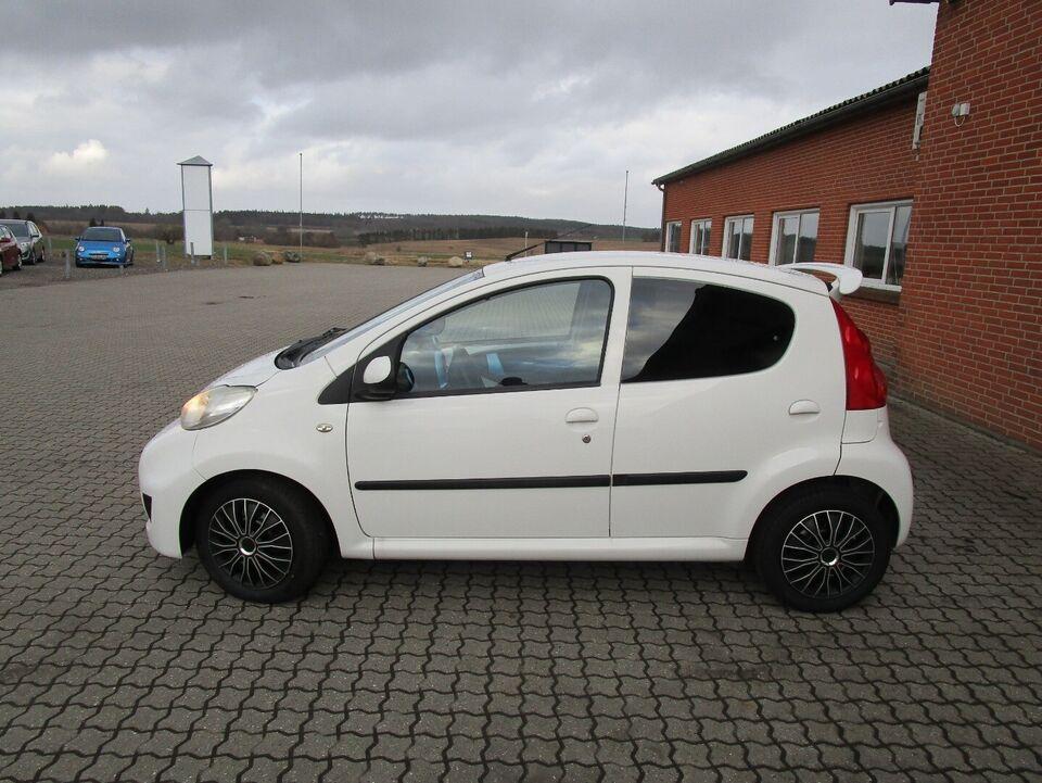 Peugeot 107 1,0 Comfort Benzin modelår 2010 km 135000 Hvid