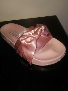 5a355f38ea77 Rihanna Fenty Puma Bandana Bow Slide in Pink 365774-03 size 6.5 ...