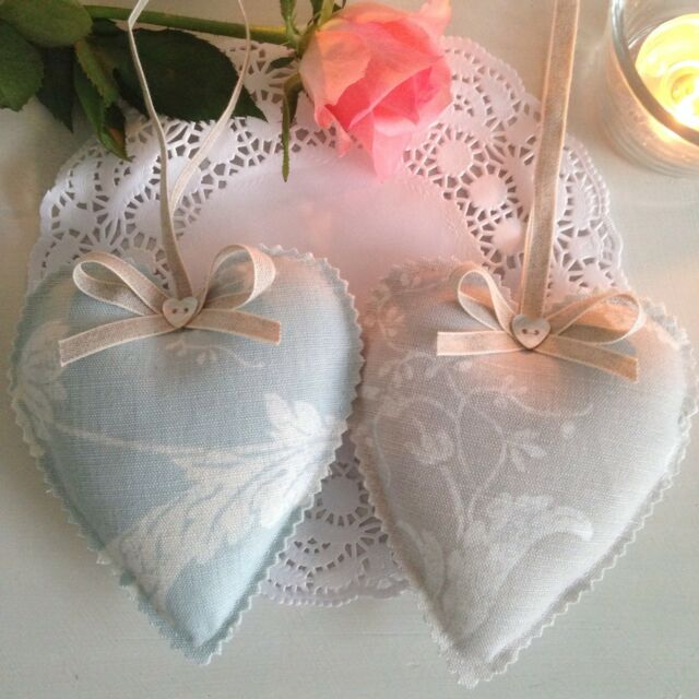 Laura Ashley Josette Tissu Lavande Hanging Heart Duck Egg Bleu Ou Gris Colombe
