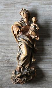 kleine-Madonna-Maria-mit-Kind-geschnitzt-Holzfigur