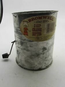 Vintage-Bromwell-3-Cup-Crank-Sifter-with-Wooden-Knob-Handle-Made-in-USA
