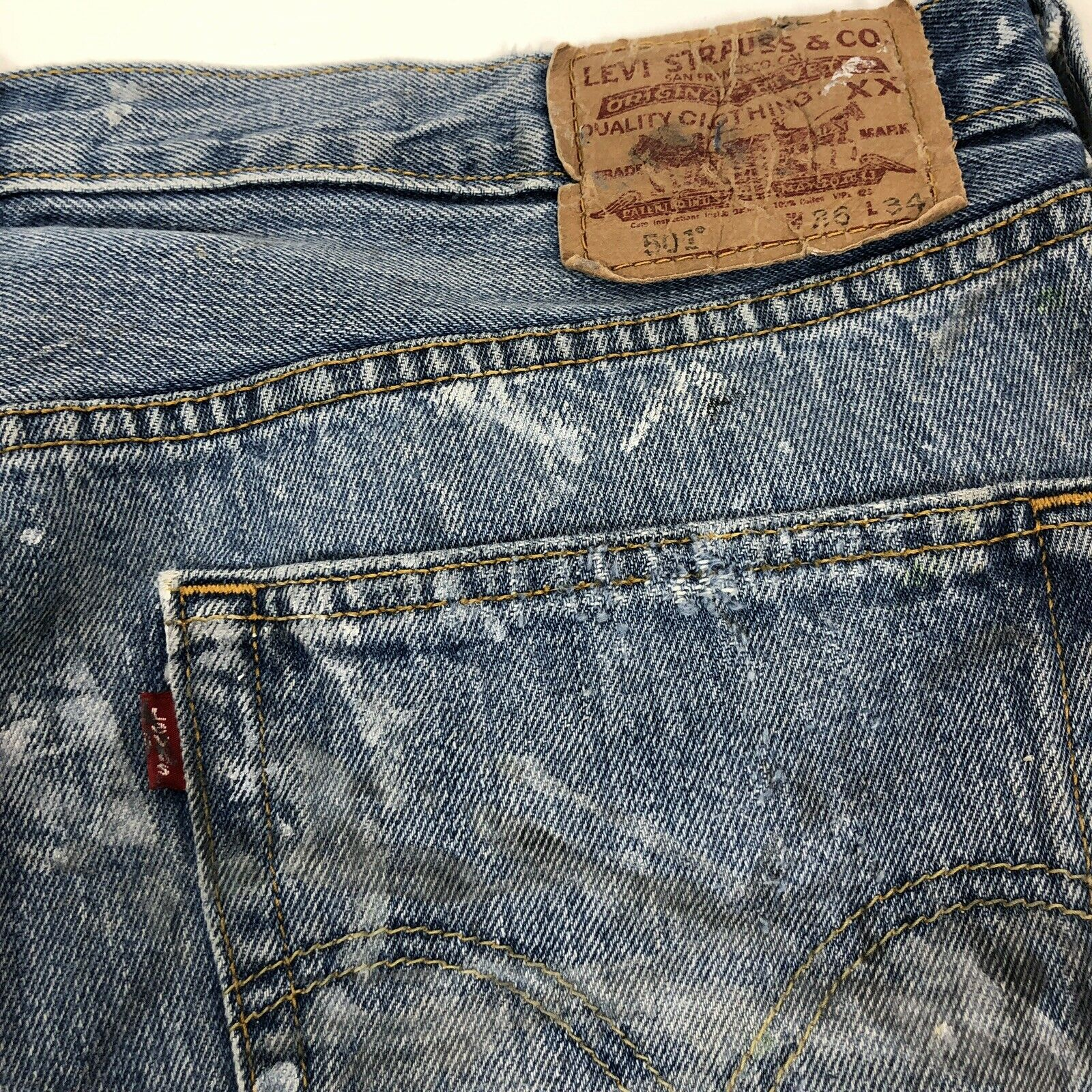 vtg 90s LEVI'S 501 Faded Work Worn Button Fly Jea… - image 5