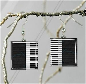 MUSIC-INSTRUMENT-PIANO-KEYBOARD-SQUARE-GLASS-CABOCHON-EARRINGS-ugn8Z