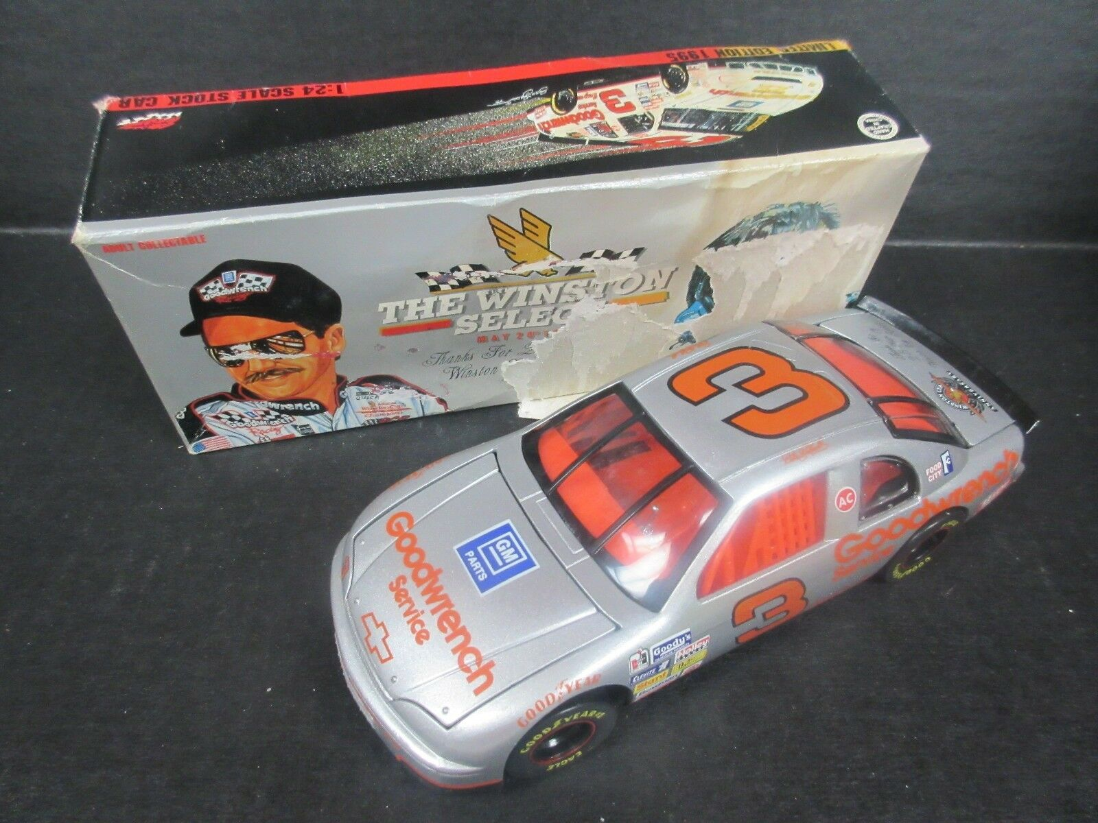 1995 acción Dale Earnhardt Goodwrench Service Plus -- GM coche escala 1 24th