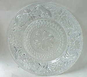 BEAUTIFUL VERY Vintage Clear Glass Plate. Depression?