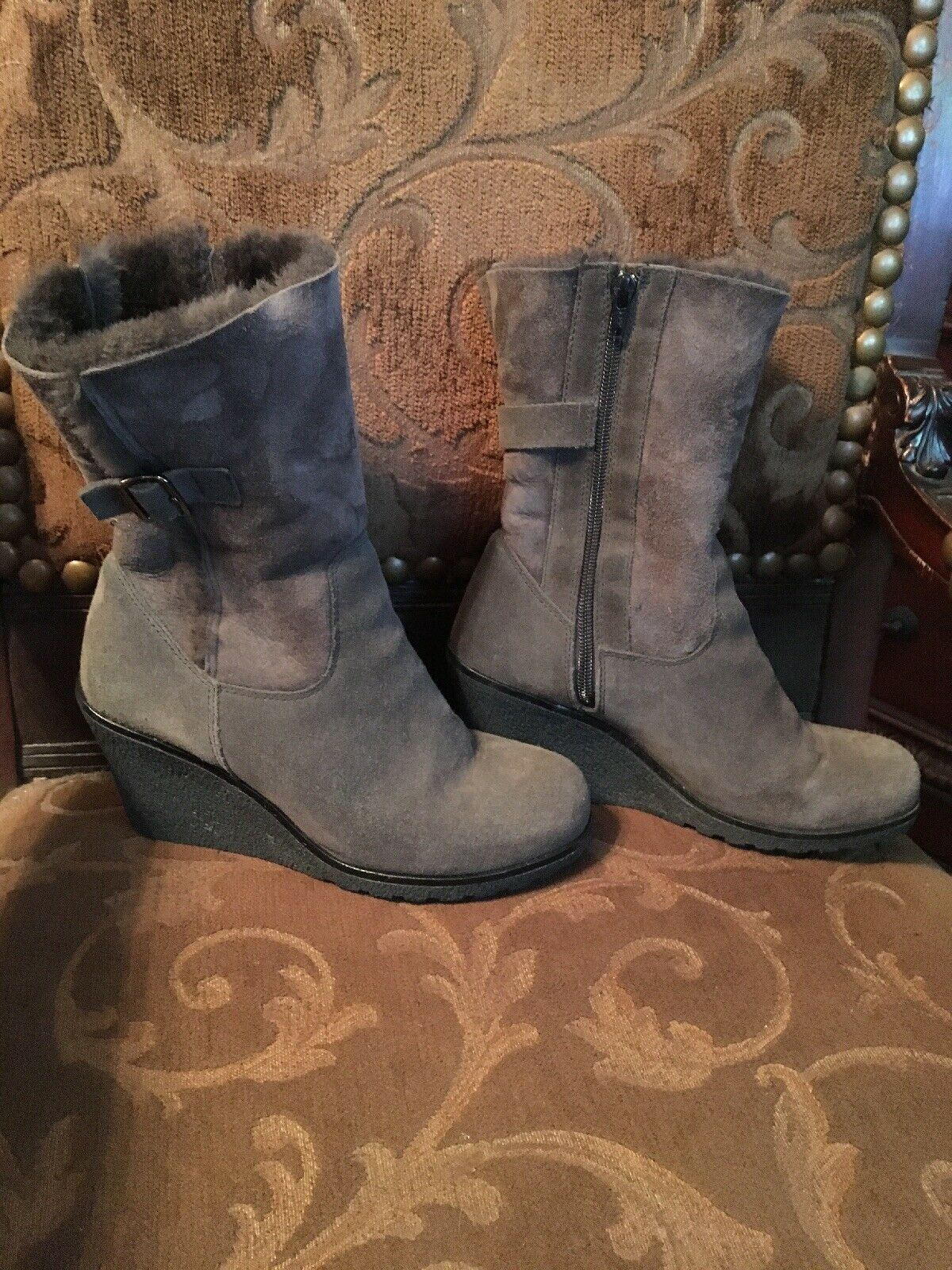 Women's  LaCanadienne Suede and Shearling Fur Boots Size 9M