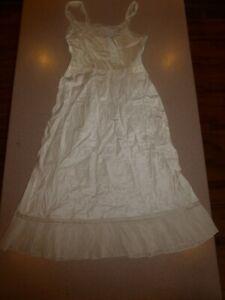 Vintage-Barbizon-Ivory-Nylon-32-034-Chest-38-034-Long-Nightgown-Slip-Little-Miss-sz-9