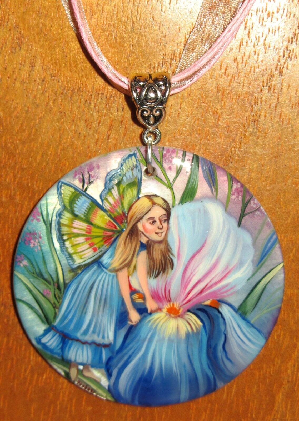 Pendentif Coquillage Russe Peint à la Main Fée Fleur Fille blue Iris Gorbachova