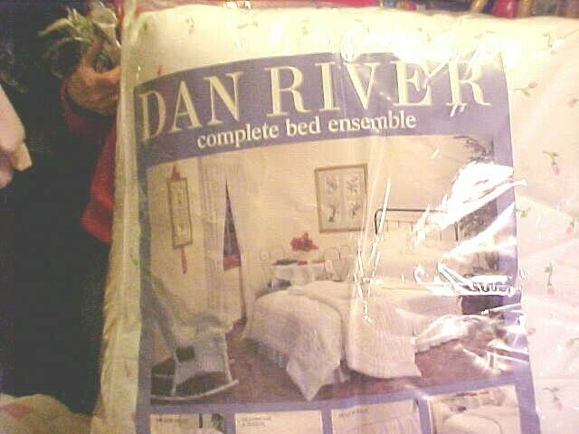 Vintage Dan River COMPLETE BED ENSEMBLE FULL SIZE, TINY PINK pink BUDS PATTERN