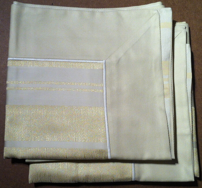 Frette () - Pair Of Queen Sized Pillow Shams -34 x 27 inches-  New