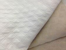 coupon de tissu  simili cuir blanc vinyl  matelasse  2 cm  : 3.00 m ; ref 7