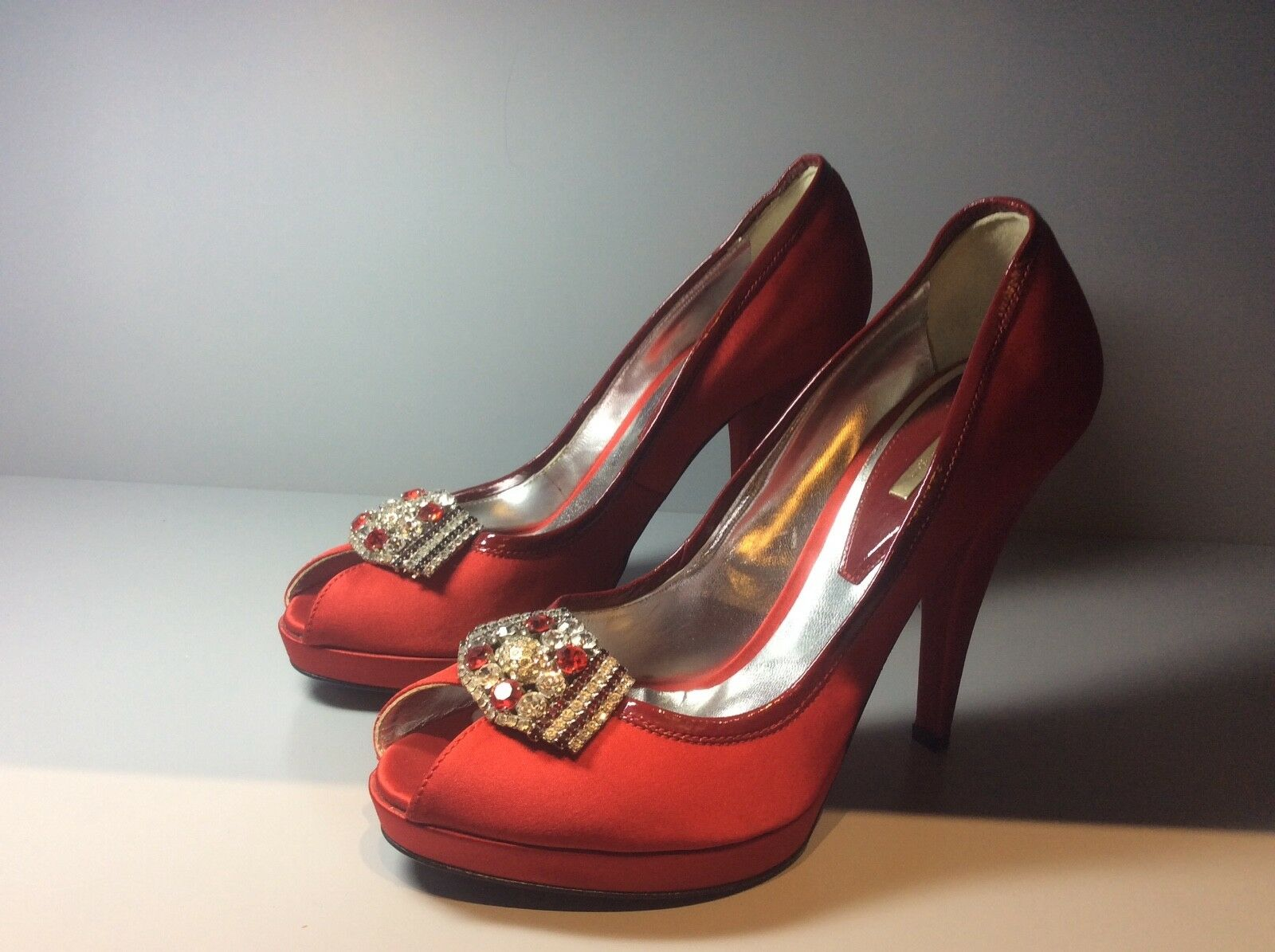 Woman's MARIO BOLOGNA satin rouge chaussures, taille 39