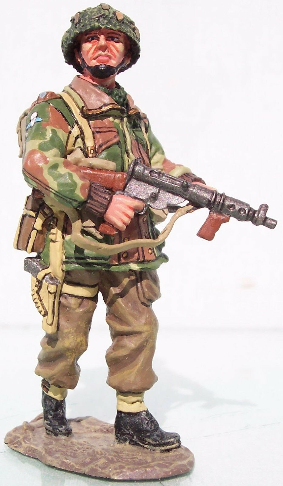 KING & COUNTRY OPERATION MARKET GARDEN MG011 BRITISH AIRBORNE LT. WITH STEN MIB