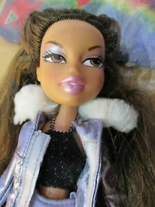 Bratz-Doll-long-dark-brown-hair-jacket-amp-bag-skirt-top-amp-1-pair-high-heels