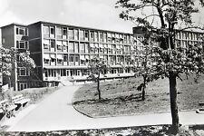 21838 AK Grossenhain DDR Krankenhaus Weg Sitzbänke Bäume Rasenfläche um 1970