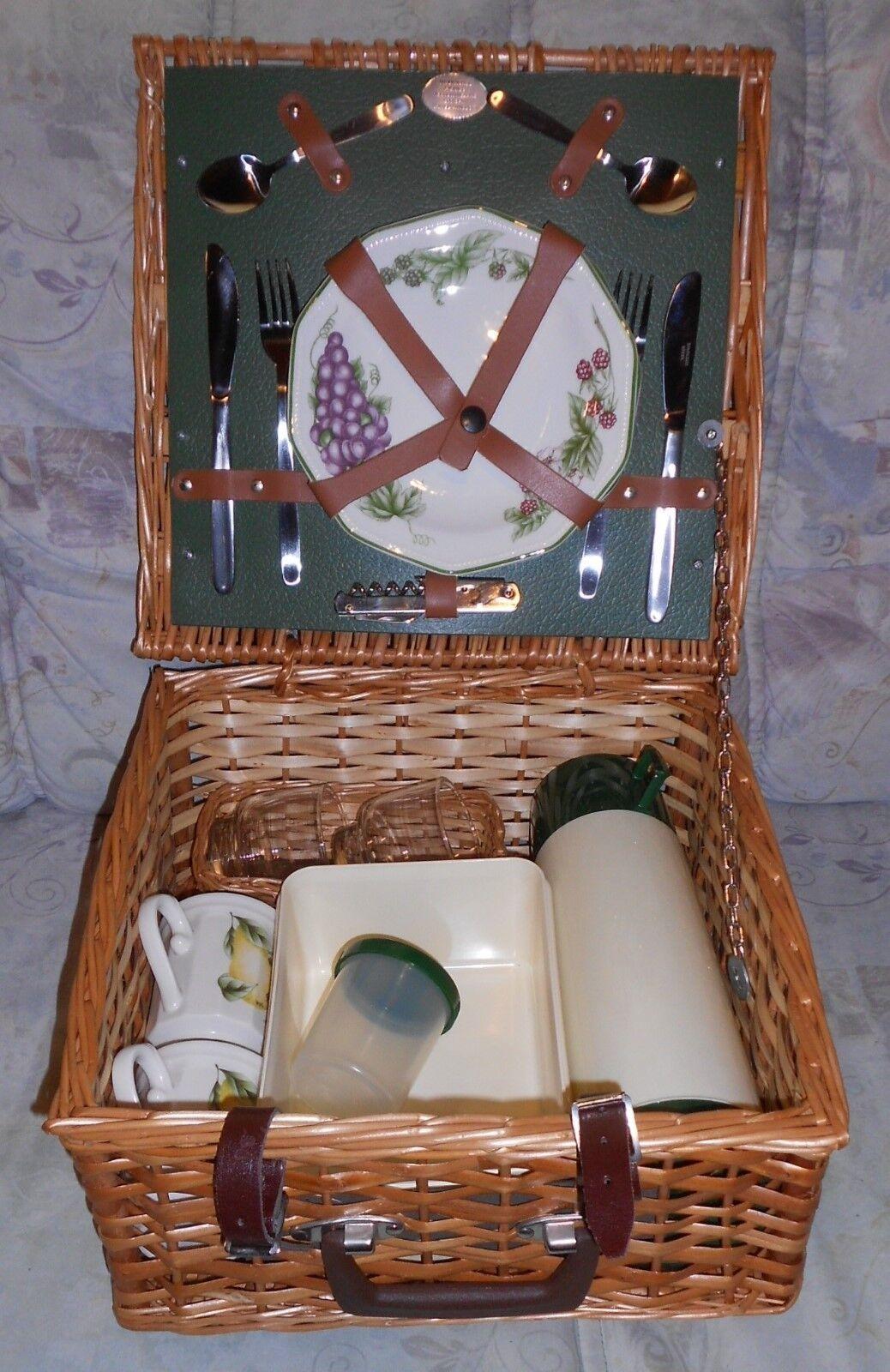 Edler Picknick Korb für 2 Pers. Porz. Geschirr und viel Zubehör NEU