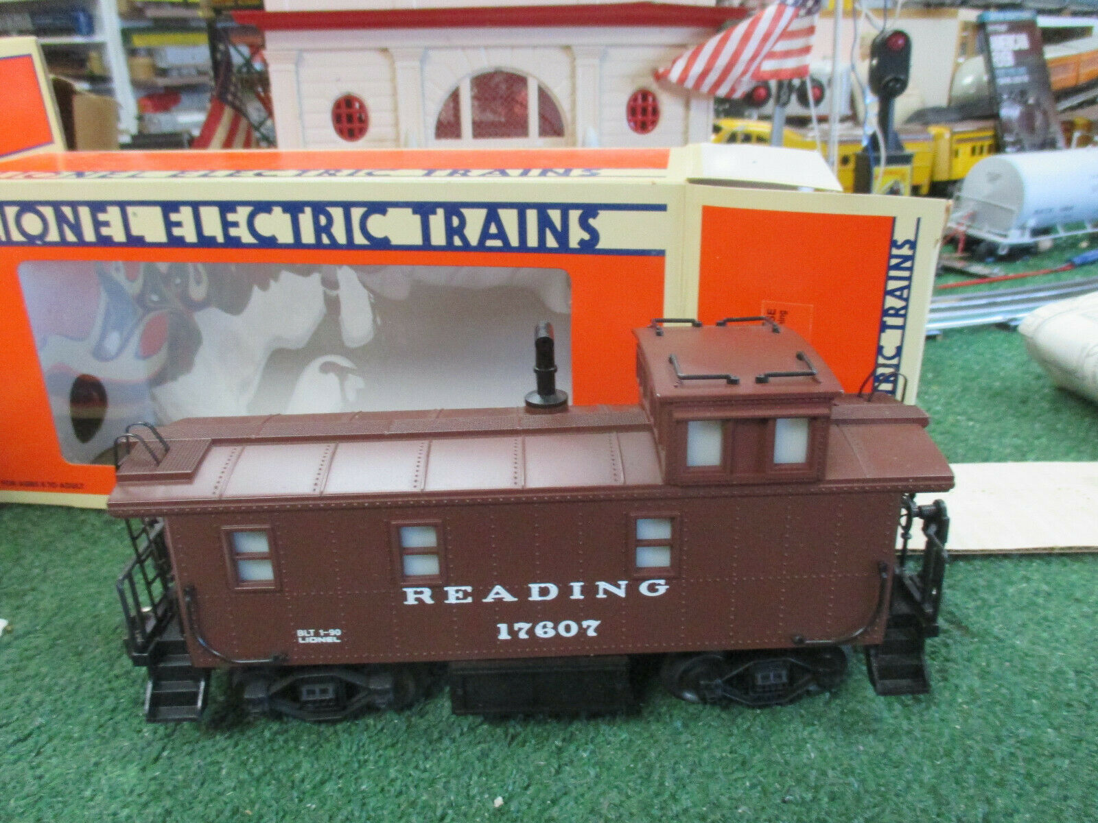 LIONEL MODERN 17607 READING STEEL-SIDED CABOOSE WITH SMOKE ILLUM C8L N IN BOX 90