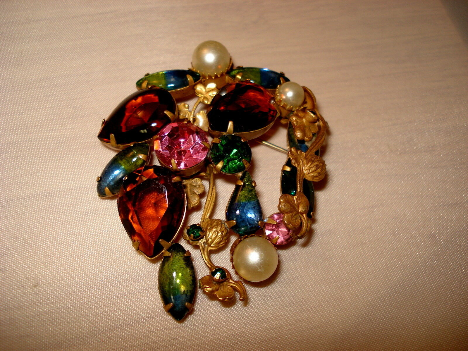 Vintage Pink Swirl Art Glass and Pink and Olivine  Coloured Rhinstone Brooch