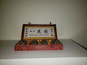 New-in-original-box-4-snuff-bottles-with-reversed-handpainted-scenes-Tigers