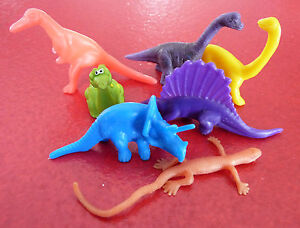 NIce-Lot-of-7-PVC-or-Plastic-Dinosaur-Toys