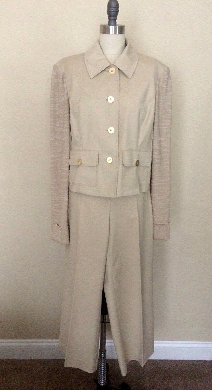 ST JOHN knits MEDIUM SIZE 8 10 10 12 Suit Sweater Classic Cardigan Tan Capri