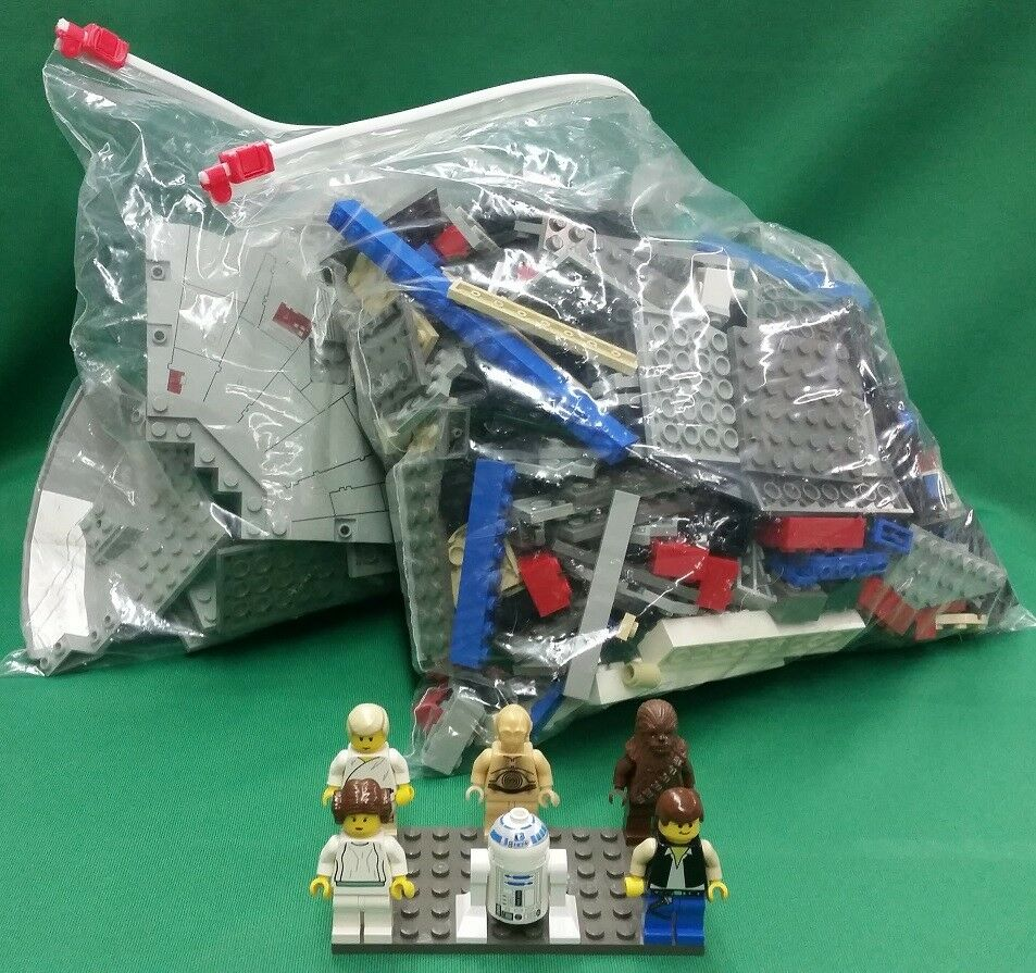 Lego Star Wars Millennium Falcon (7190) w  Mini Figures  No Box or Booklet