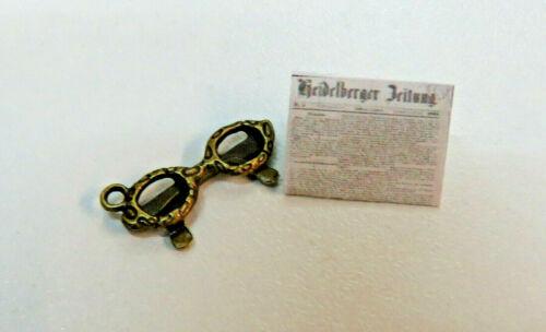 Zeitung und  Brille Puppenstuben Miniatur