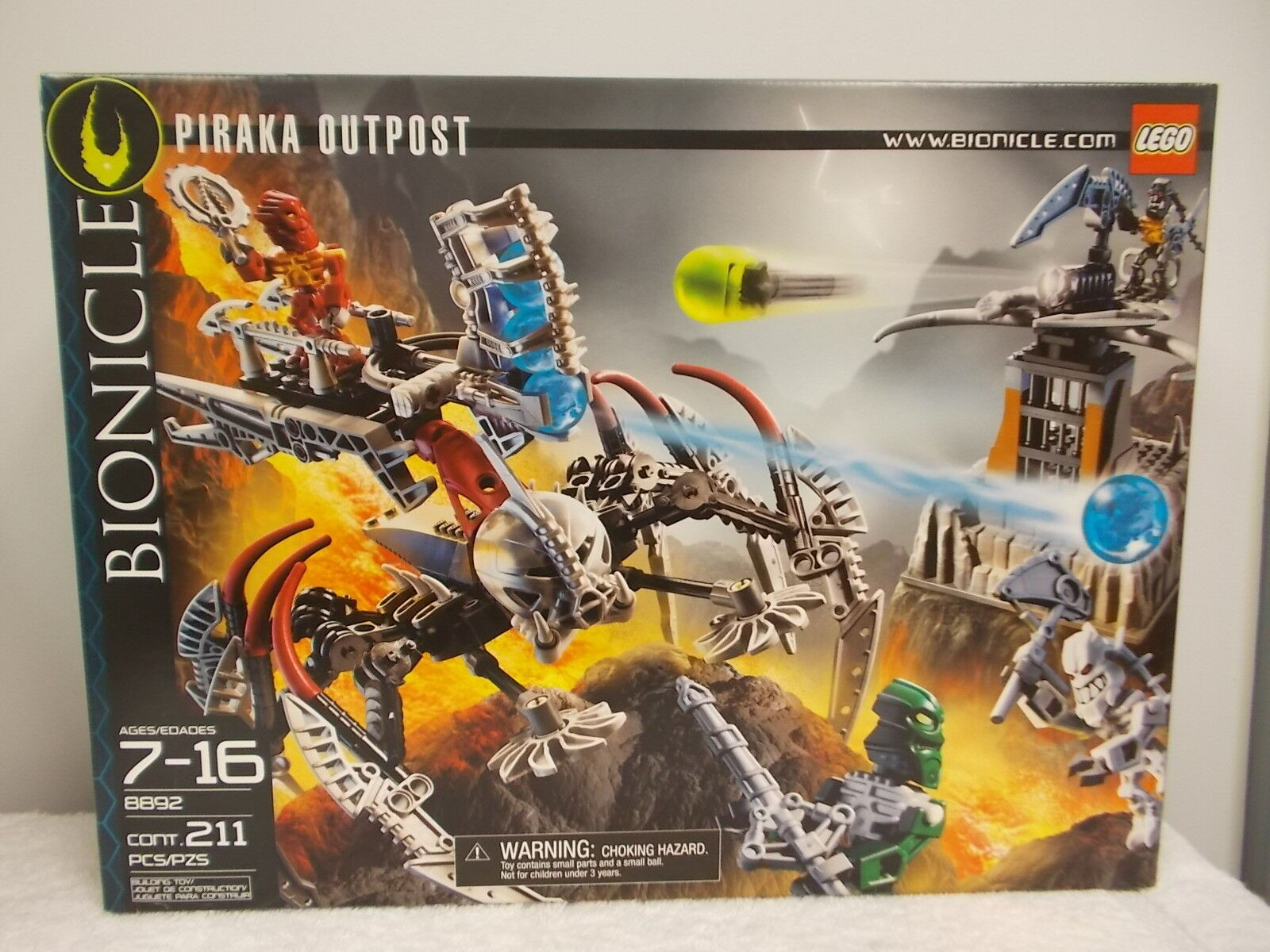 New 2006 Sealed Lego Toy Bionicle Piraka Outpost 211 Pieces 8892