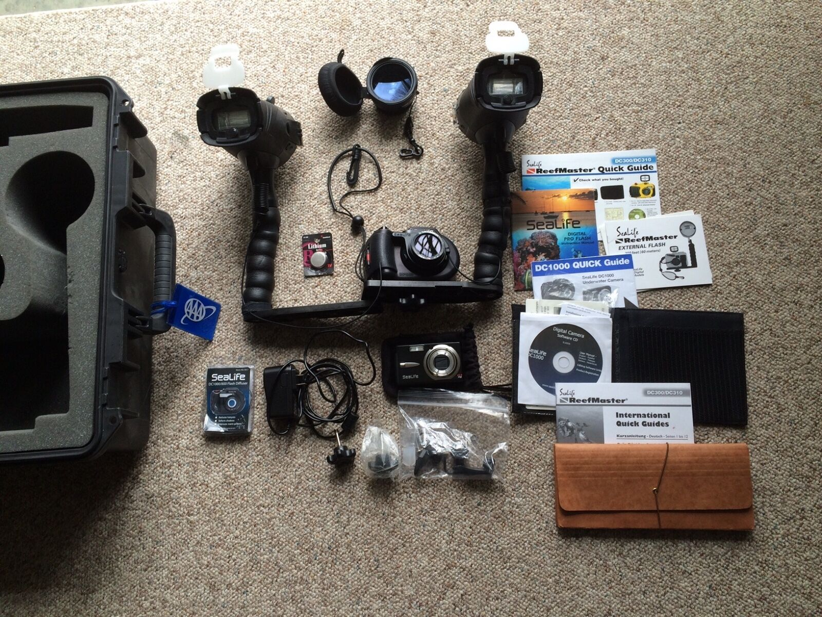SeaLife D1000 Camera with TWO Sealife ReefMaster External Flashes + Hard Case