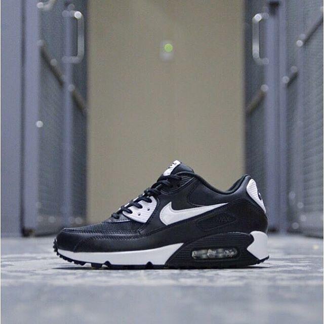 buy popular b3440 16c70 50%OFF Nike Air Max 90 Essential Black White-Metallic Silver 616730-