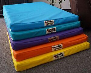 Matelas pour chien Luminosa Avec tapis anti-allergique de noix de coco, lit de chien en similicuir