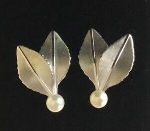 04fe313a56c90 Details about Vintage Krementz Silver Tone Cultured Pearl Figural Leaf  Screw Back Earrings