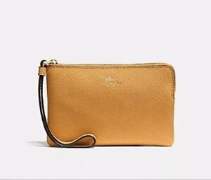 a544a09dadf53 Image is loading NWT-COACH-F58032-Crossgrain-Leather-Corner-Zip-Wristlet-