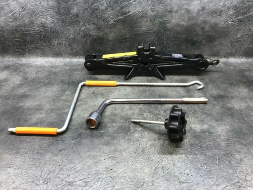 2007 LEXUS IS220D 4DR SALOON SPARE WHEEL TOOL KIT