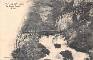 Fuente-de-la-Vaucluse-la-gran-cascada