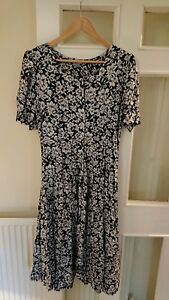 40f499d0dd82 Ladies classic fit and flare black and white patterned dress. Size M. By ...