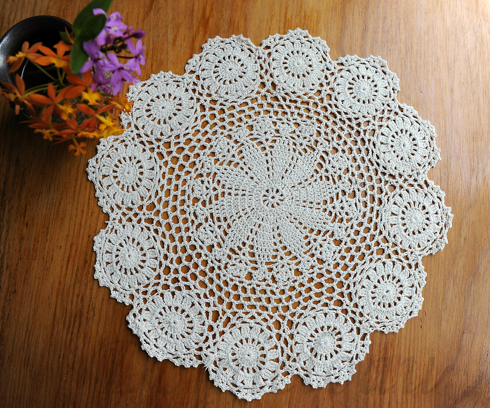 2pcs White Flower 22CM Cotton Yarn Hand Crochet Lace Doilies Placemat Coasters