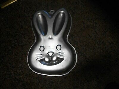 Discontinued By Manufacturer Wilton 2105-0819 Bunny Non-Stick Cake Pan