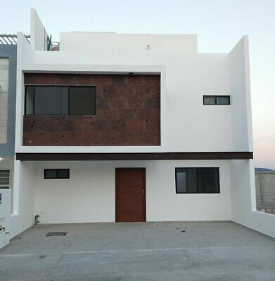 Casa En Venta En Juriquilla San Isidro Privada 3 Recamaras 4 Baños 3 Est Roof Garden Nueva .T