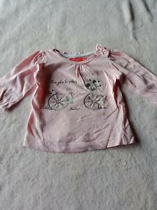 Haut rose avec bicyclette, 6 mois