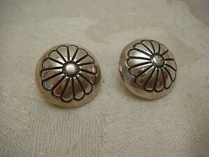 CONCHO-FLOWER-EARRING-CLIP-ON-PUFFY-FLOWER-STERLING-SILVER-925-VINTAGE-TESTED