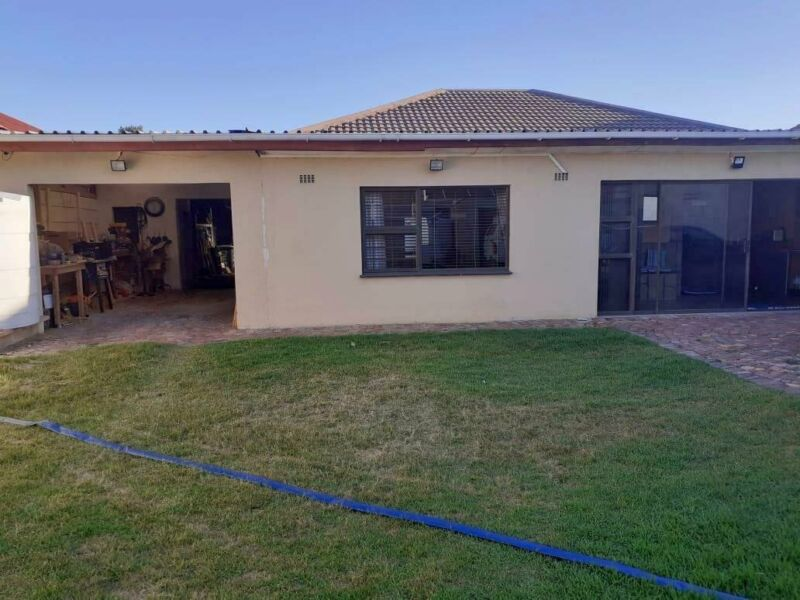 BEAUTIFUL FAMILY HOME WITH AMPLE SECURE PARKING