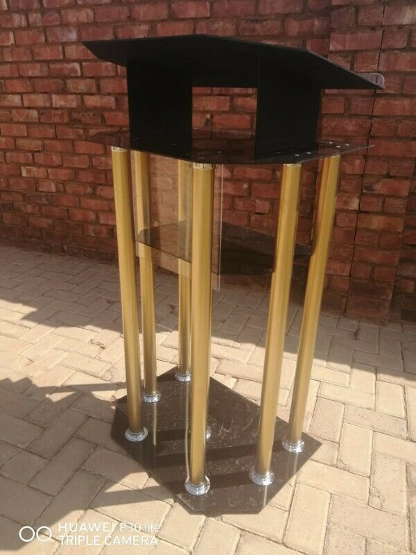 6 Gold Legged Tinted Black Podium