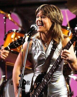 8X10 PUBLICITY PHOTO FB-224 SUZI QUATRO SINGER SONGWRITER ACTRESS