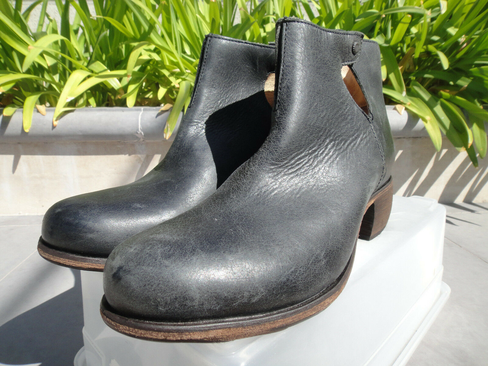 OluKai LEHUA, Antiqued Full Grain Leather Ankle Boot Bootie, Black Black Black US7 SOLD OUT 2291db