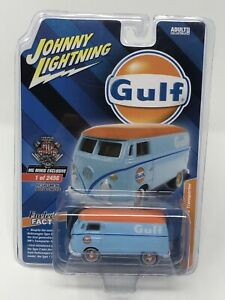 IN-STOCK-Johnny-Lightning-Volkswagen-GULF-Type-2-Transporter-MGMINIS-Exclusive