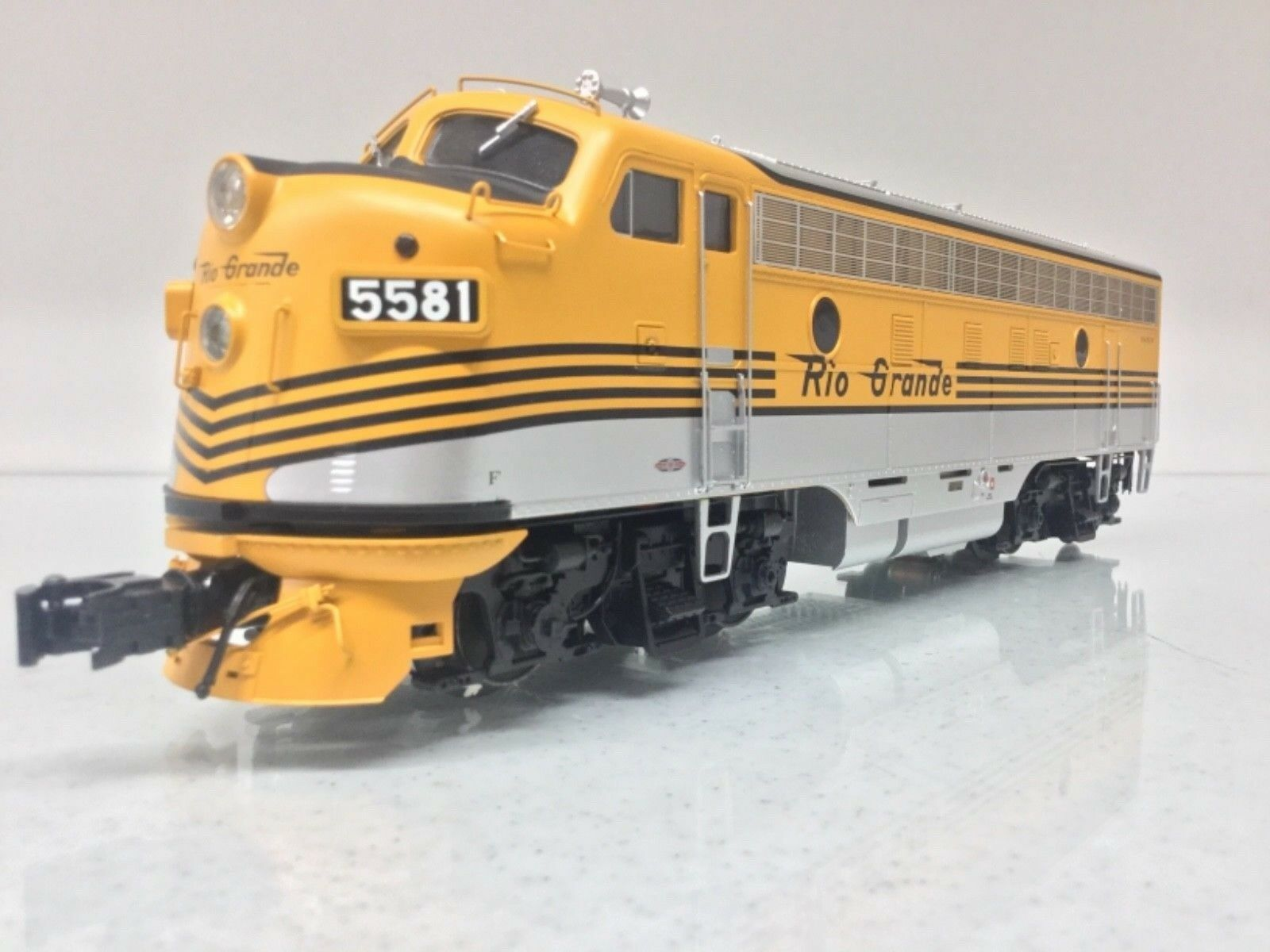 Atlas 30134010 Rio Grande F7A Phase 1  Early  Locomotive (Powered) 3Rail